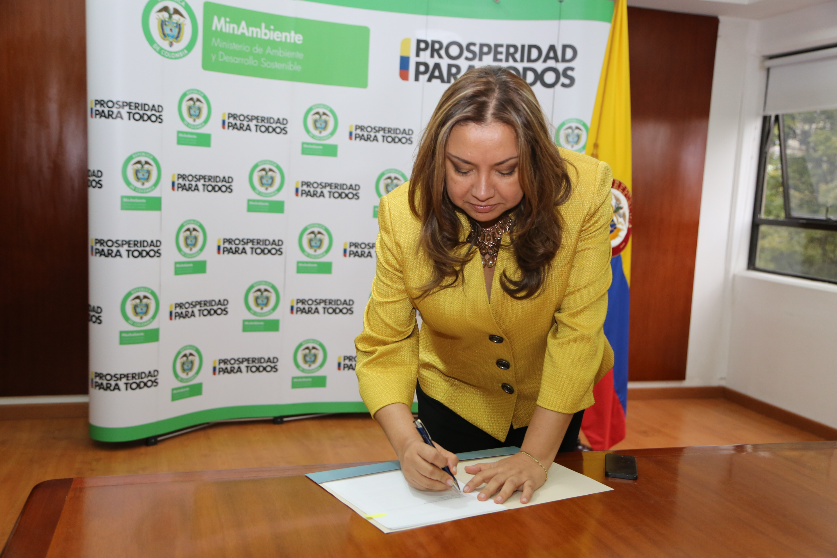 The Minister of Environment of Colombia, Luz Helena Sarmiento, signing the Sharks MOU.