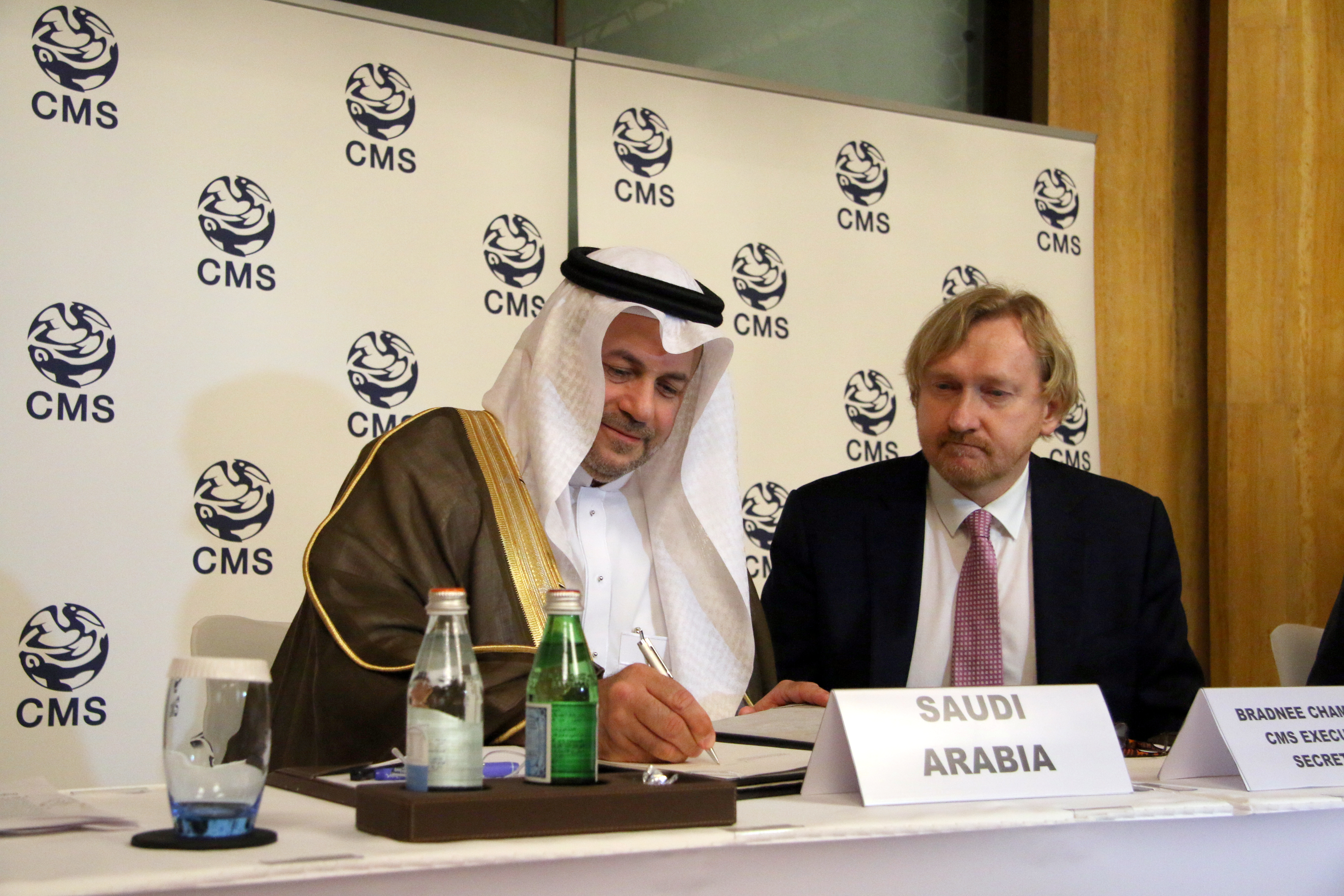Dr. Hany Tatwany, Vice President of the Saudi Wildlife Authority, signs the Sharks MOU on behalf of the Kingdom of Saudi Arabia; photo credits: Heidrun Frisch-Nwakanma