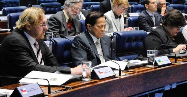 Bradnee Chambers (left) addresses the Brazilian Senate