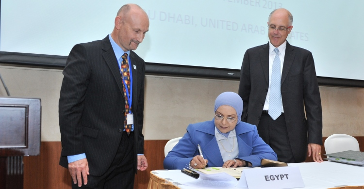 Egypt becomes 45th Signatory to the Raptors MOU. From left to right: Nick P. Williams, Programme Officer, Coordinating Unit of the Raptors MOU;  Dr. Fatma Abou Shouk, Chief Executive Officer of the Egyptian Environmental Affairs Agency; Lyle Glowka, Executive Coordinator, CMS Office - Abu Dhabi.