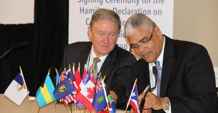 David Freestone (left), Sargasso Sea Alliance and Hon. Craig Cannonier, Premier of Bermuda © F. Rilla, UNEP/CMS