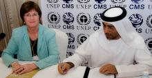 Sultan Abdullah Bin Alwan, Assistant Undersecretary for Water Resources and Nature Conservation, UAE, signs the Sharks MOU © IFAW