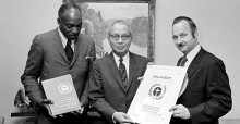 Maurice Strong (right) © UNEP