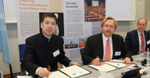 Zhou Jinfeng y Bradnee Chambers firman un acuerdo de asociación CMS - CBCGDF en Bonn (Alemania) © Aydin Bahramlouian