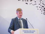 Mr. Erik Solheim, UN Environment's Executive Director speaking during the meeting