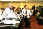 Sharks MOS2 - Francisco Ponce, Chile, Andrea Ramírez, Colombia, and IWG Co-Chair Jamie Rendell (UK) © IISD